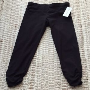 CALVIN KLEIN CROPPED PERFORMANCE LEGGINGS NEW